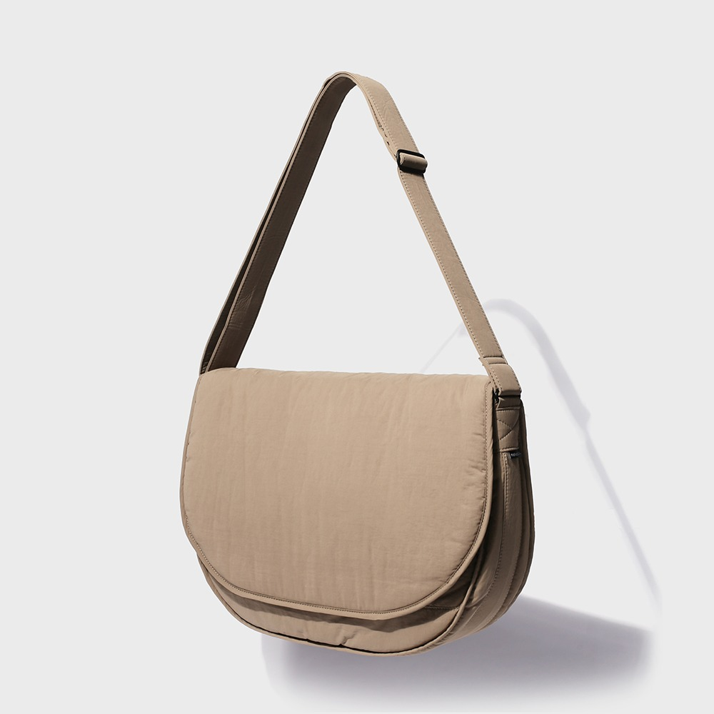 MAZI UNTITLEDNylon Runner's Bag(Beige)