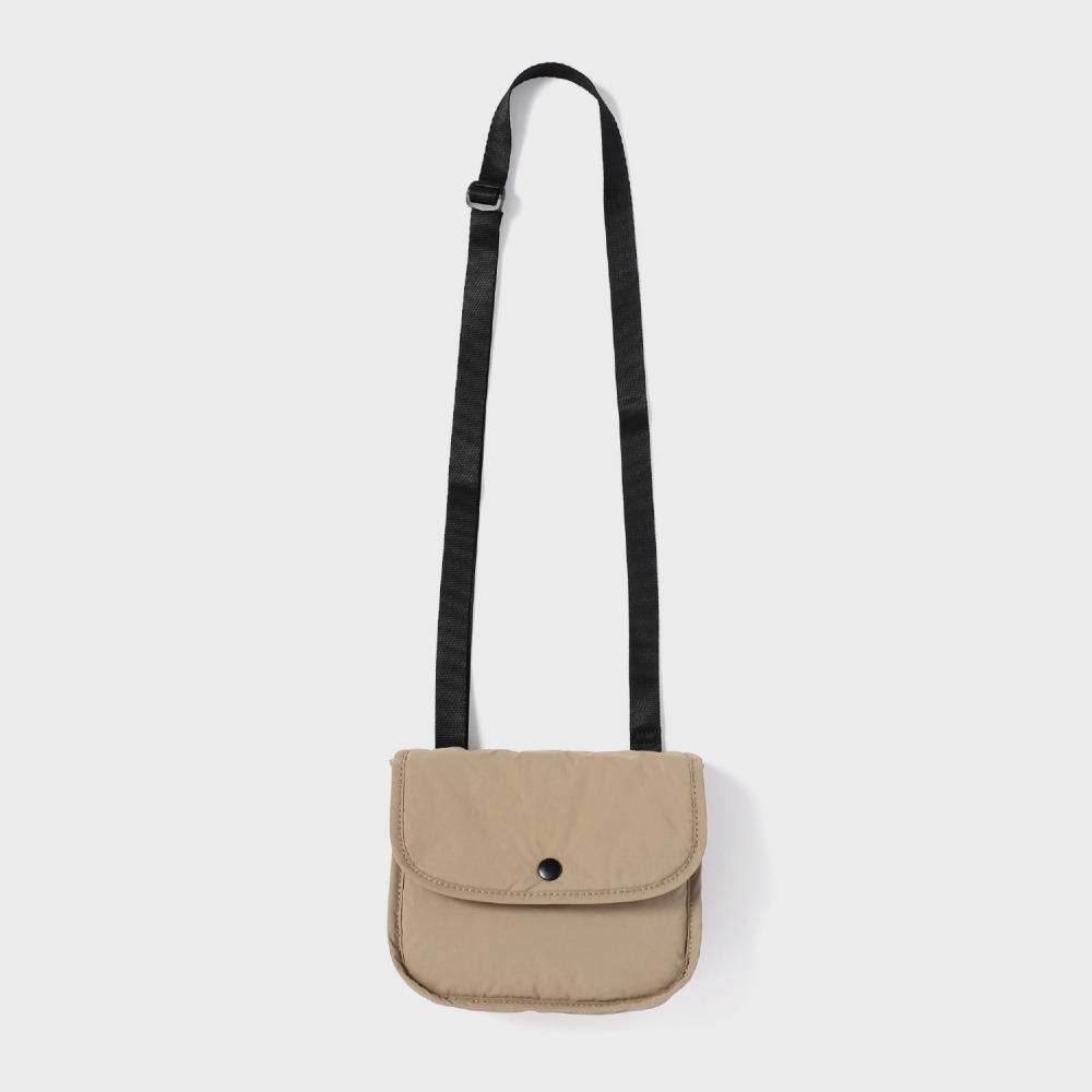MAZI UNTITLEDNylon Stroll Bag(Beige)