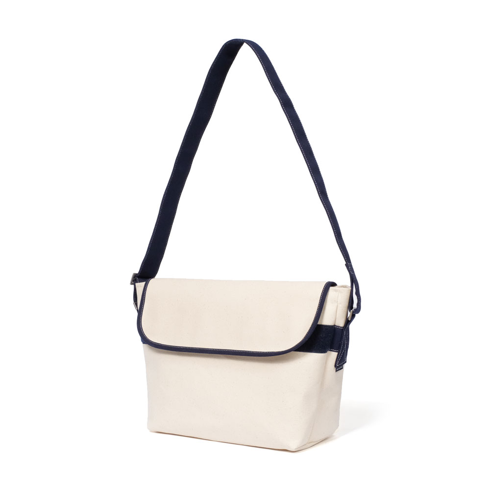 MAZI UNTITLEDAmble  Bag(Ecru)10% OFF
