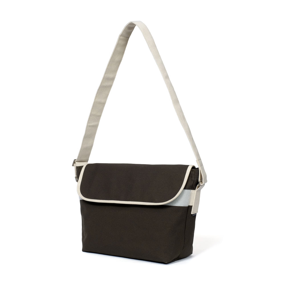 MAZI UNTITLEDAmble  Bag(Khaki)10% OFF
