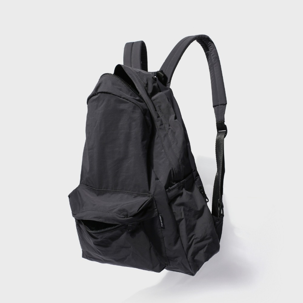 MAZI UNTITLEDNylon All Day Back(Black)