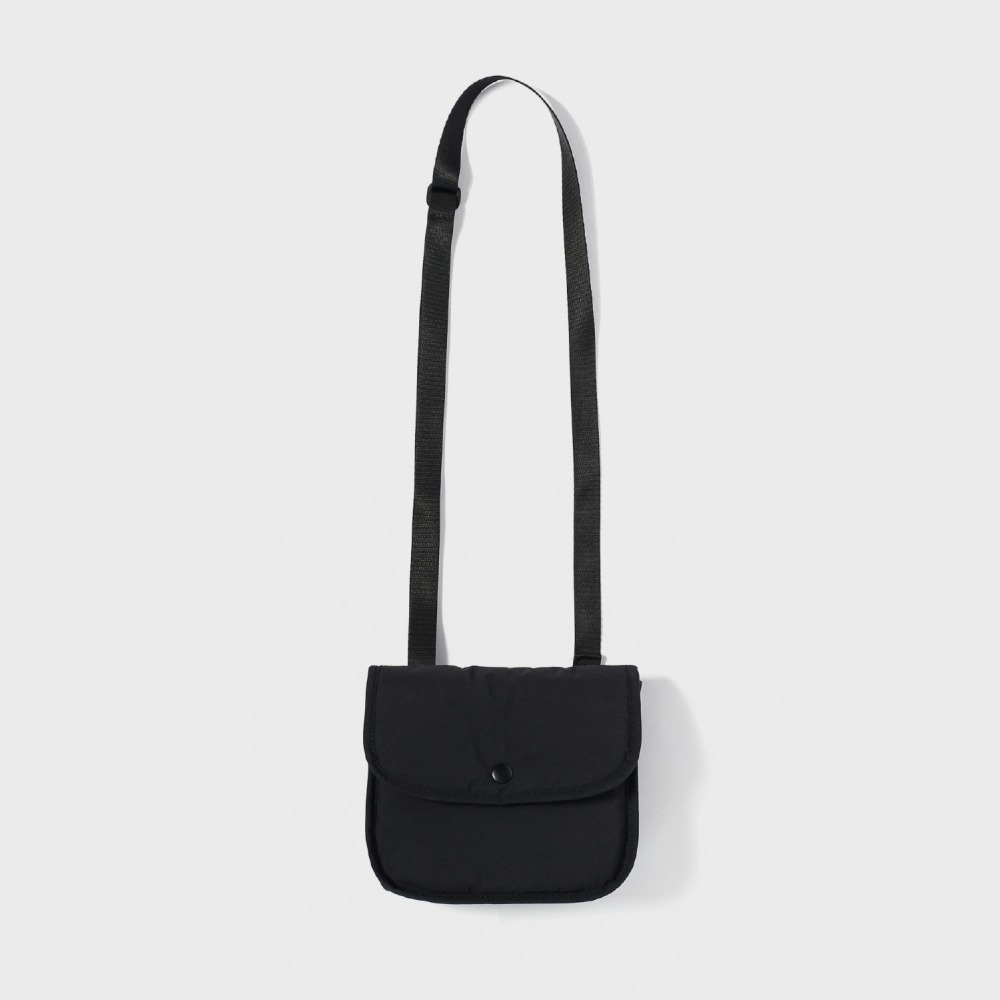 MAZI UNTITLEDNylon Stroll Bag(Black)