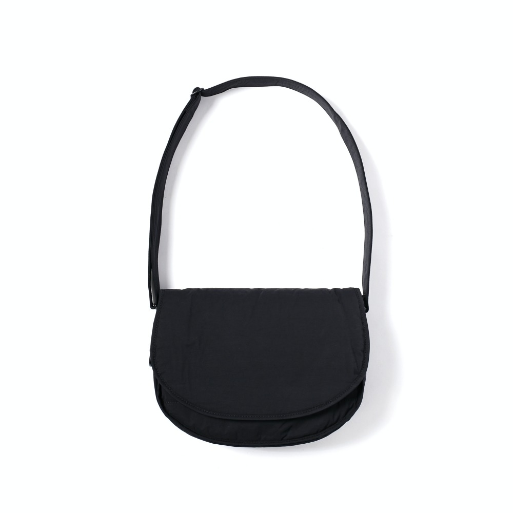 MAZI UNTITLEDNylon Small Runner's Bag(Black)