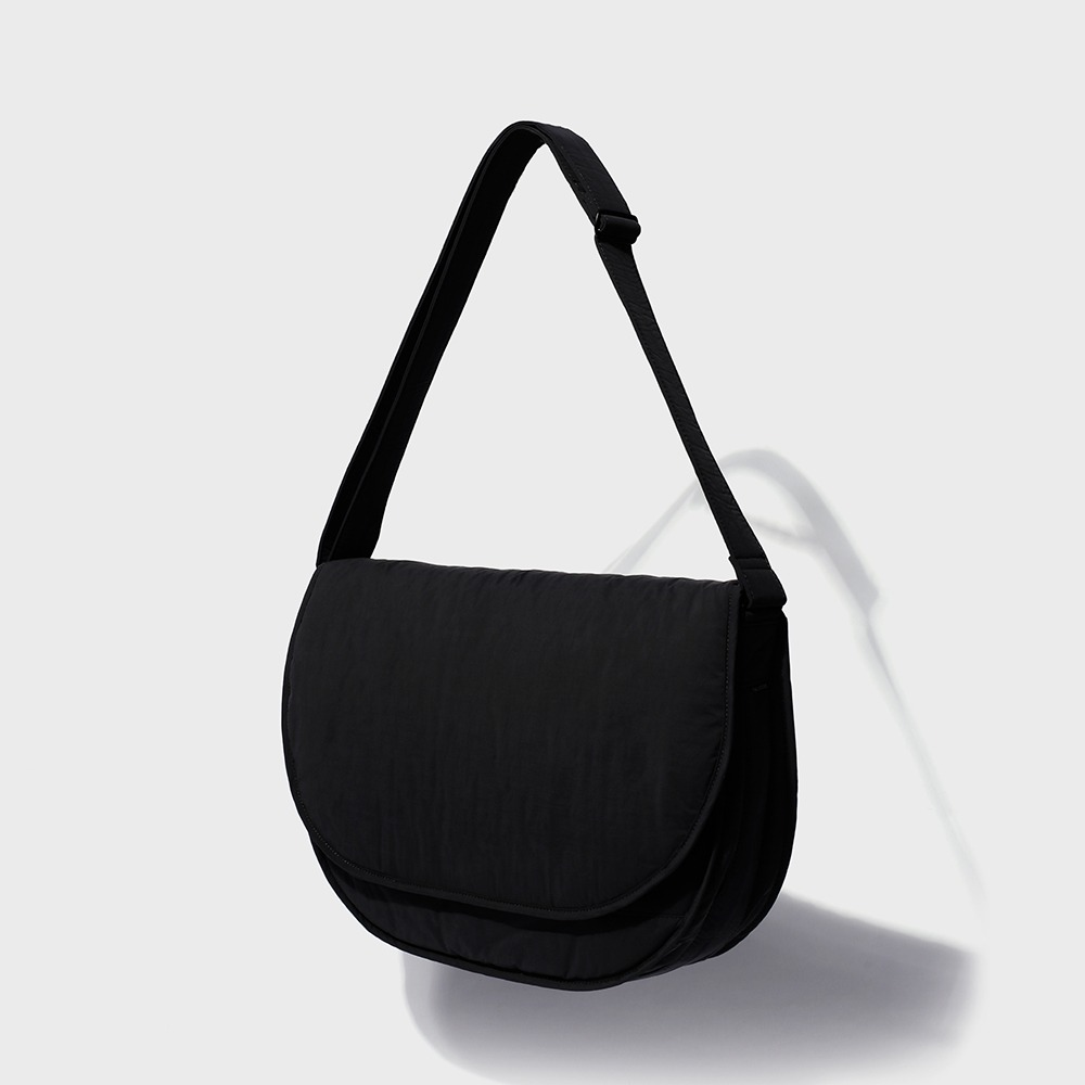MAZI UNTITLEDNylon Runner's Bag(Black)