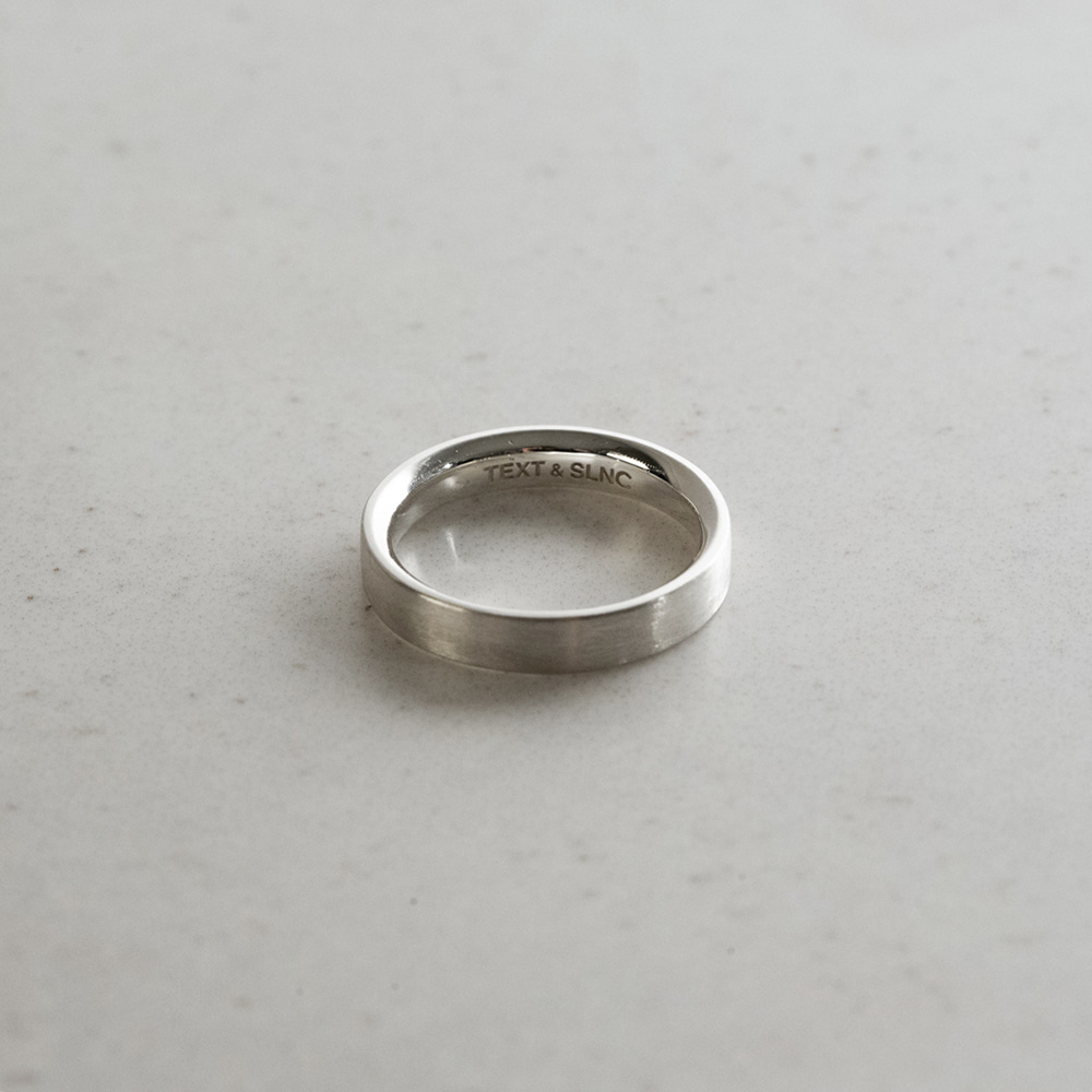 TEXT & SLNCMinimalist Ring